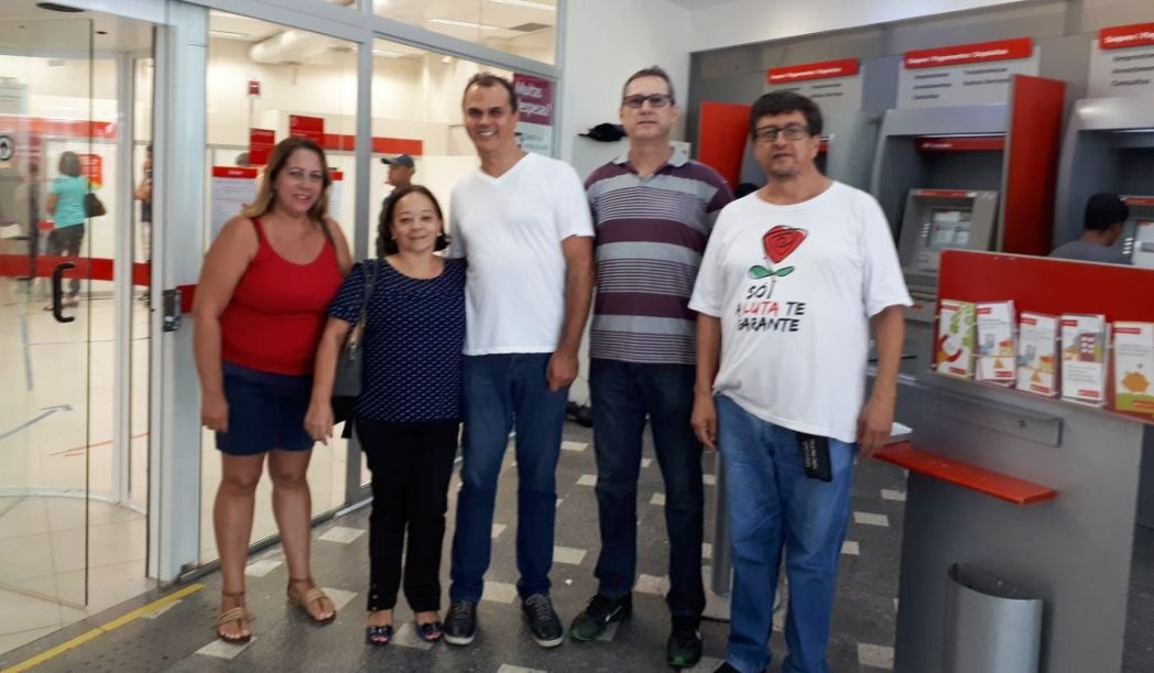 Bancária do Santander ganha reintegração após demissão em período de pré-aposentadoria